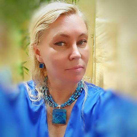 Синий цвет символ надежды, веры, мира!!! Сегодня в Этот чудесный день Вербного Воскресенья хочу всем нам пожелать здоровья, мирного неба над головой , терпения, спокойствия!!!💙 #вербноевоскресенье#синийцвет#синийцветукрашений#купитьукрашениеизнатуральныхкамней#кольесперламутром#синееколье#маринакуликова#marina_ferrodicavallo#символнадежды#мир#красивоеколье#красивыеукрашенияручнойработы#стильныеукрашения