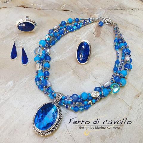 Доброго всем дня!!! Как же я люблю цвет голубой лазури!!!вот еще одно прекрасное украшение с голубым перламутром в серебре!🦋 Оно настолько магнетически красиво, что я утопаю в его синеве, красоте морских глубин и тайн🦋  А у Вас какие ассоциации с этим украшением?🦋 Камушки в украшении:перламутр, халцедон, жемчуг, бирюза, гематит, лунный камень! К колье есть серьги с перламутром в серебре и кольцо!  #маринакуликова#marina_ferrodicavallo#marinakulikova#авторскиеукрашенияизнатуральныхкамней#украшенияссеребром#эксклюзивныеукрашенияэ#эксклюзивныеукрашенияизнатуральныхкамней#купитьколье#синийцветбалийскиеозарения#цветнастроениясиний#элитнаябижутерия